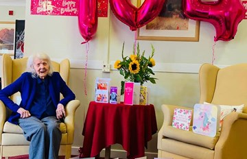 Happy 104th Birthday to the lovely Dorri  💗